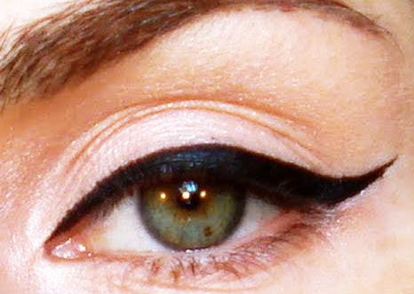 Dokonalá očná linka? Použi lyžičku!