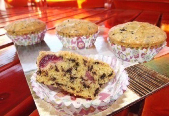 Cseresznyés-fahéjas muffin csokidarabkákkal