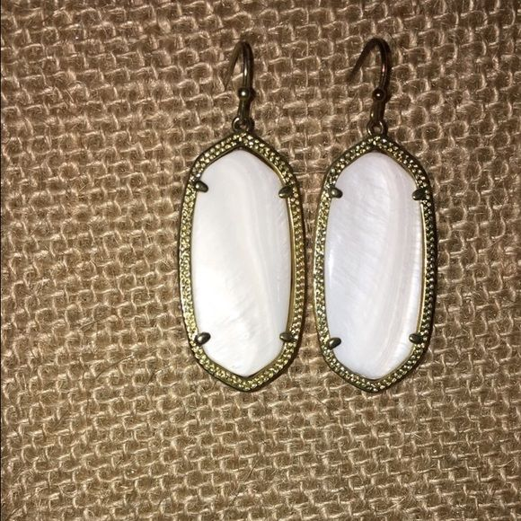 Kendra Scott Elle earrings in white Slightly used will be cleaned before shipping, from original Kendra Scott store in Austin Texas! Gold trim Kendra Scott Jewelry Earrings