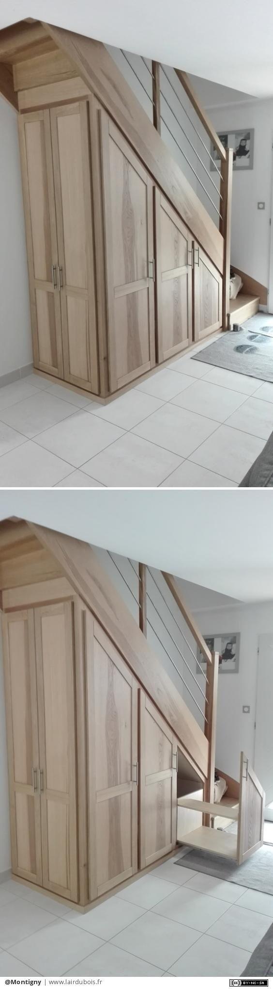 Escalier et placards par Montigny - Escalier en chêne brun et des tubes inox en remplissage  petits placards en dessous avec en bous une penderie au milieu des tablettes et enfin un tiroir à chaussure