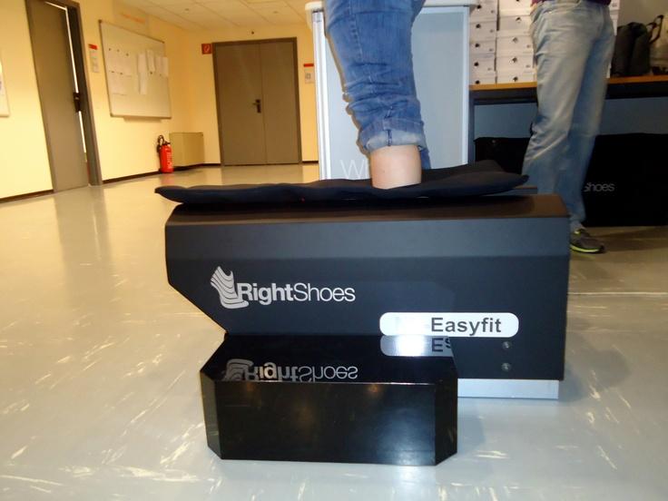 NL-Easyfit 3D Foot Scanner  www.rightshoes.ch