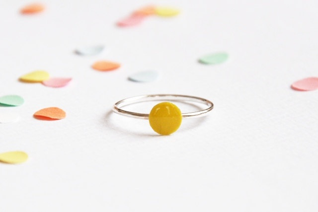 Confetti ring yellow