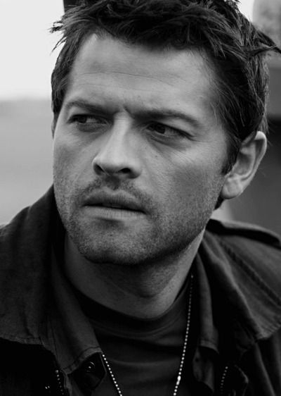 Misha Collins. Oh, yes. The brilliant mind behind GISHWHES and Random Acts - not to mention he is Castiel.                                                                                                                                                     Mais
