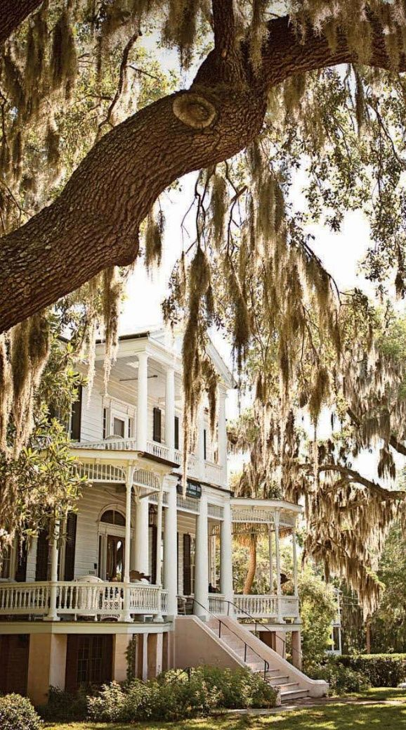 Scrolling though pinterest...and was like hmm, that looks familiar.... Then I was like, thats the Cuthbert House Inn.... In Beaufort....I live here ;) I love my town :D