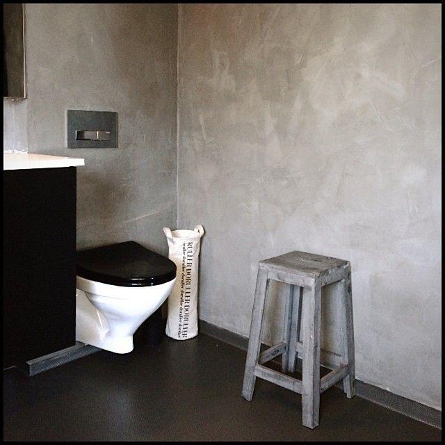 """""""Me blei omsider nøgd med baderomsveggane Takk og pris for kalkmaling!!✨ #baderom #bathroom #limepaint #kalkmaling #elephantskin"""""""