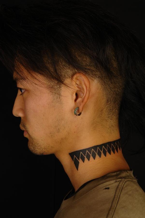 если появились тату на шее сбоку мужские фото уха образуется собаки