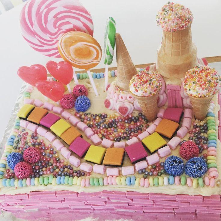 Idées de gâteau d'anniversaire Candy Land pour la fête d'anniversaire d'un enfant! #candyland #candy …   – Children's birthday cakes and party ideas!
