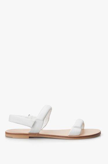 Minimalistisch-chique witte sandalen van See by Chloé in zacht leer. Dit elegante paar is perfect te combineren met alle zomerlooks.