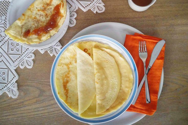 Le crepes sono una preparazione base per tantissime ricette sia dolci che salate. Hanno origini francesi, in Italia sono chiamate crespelle, sono diverse dai pan cake e fanno parte della famiglia delle gaufre, le cialde dolci originare del Belgio.