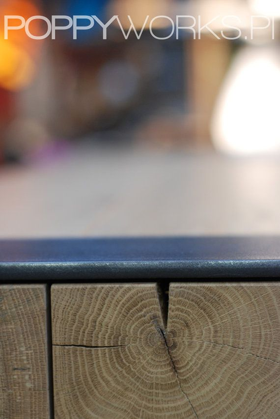 ASPEN INDUSTRIAL Een perfecte tafel voor een loft en grote ruimtes. Tafelblad van massief hout-balken sectie van 10x15cm tot 12 x 20 cm - hangt af van de tabelbreedte. Stalen poten gepoedercoat met elke RAL-kleur of van ruwe staal met niet kleur lak. De fotos presenteren een massief eiken taletop en ruwe stalen poten. Verschillende kleuren, maten en tabletop materialen beschikbaar. Neem contact met ons op voor de scheepvaart kosten en details voordat u bestelt.