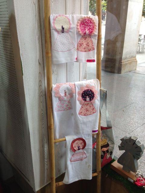Camisetas con la Virgen del Pilar, en rosa.