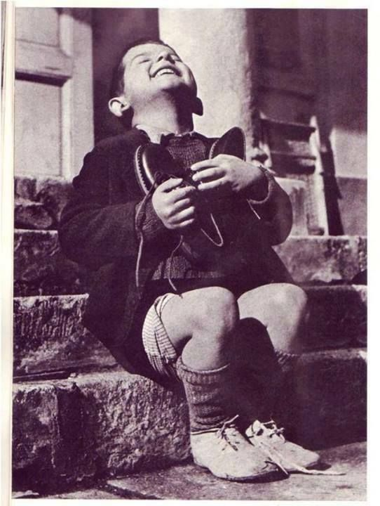 The photo was taken in 1946 to an orphaned child, shows his immense joy to receive a new pair of shoes as a birthday gift. From Weird world