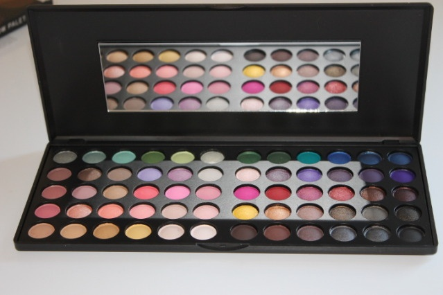 Day & Night Eyeshadow Palette. 60 beautiful shades of eyeshadow BH Day & Night Giveaway