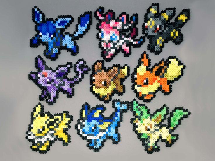 Créations de Pokemon perler à la main ! Nhésitez pas à demander une version brillante des Pokemon sans frais supplémentaires !  Voici les tailles