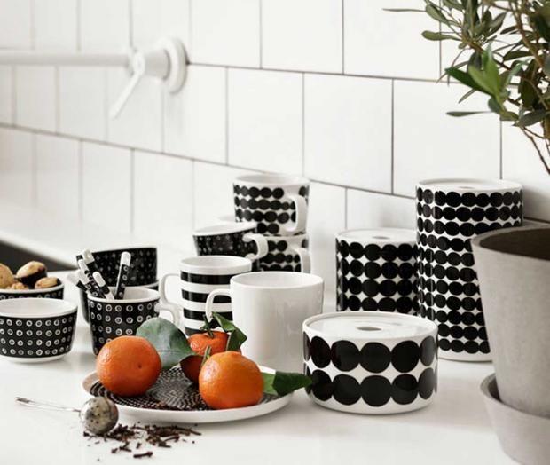 """Marimekkos Keramik mit """"Siirtolapuutarha""""-Muster von Maija Louekari"""