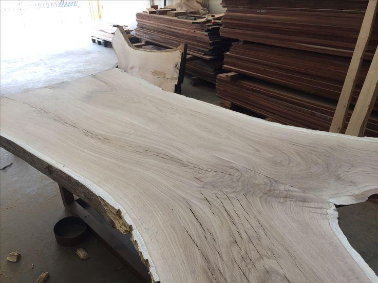 Oaks stunning grain! Wowser! #oakslab #woodwork #tablemountingco #capetown