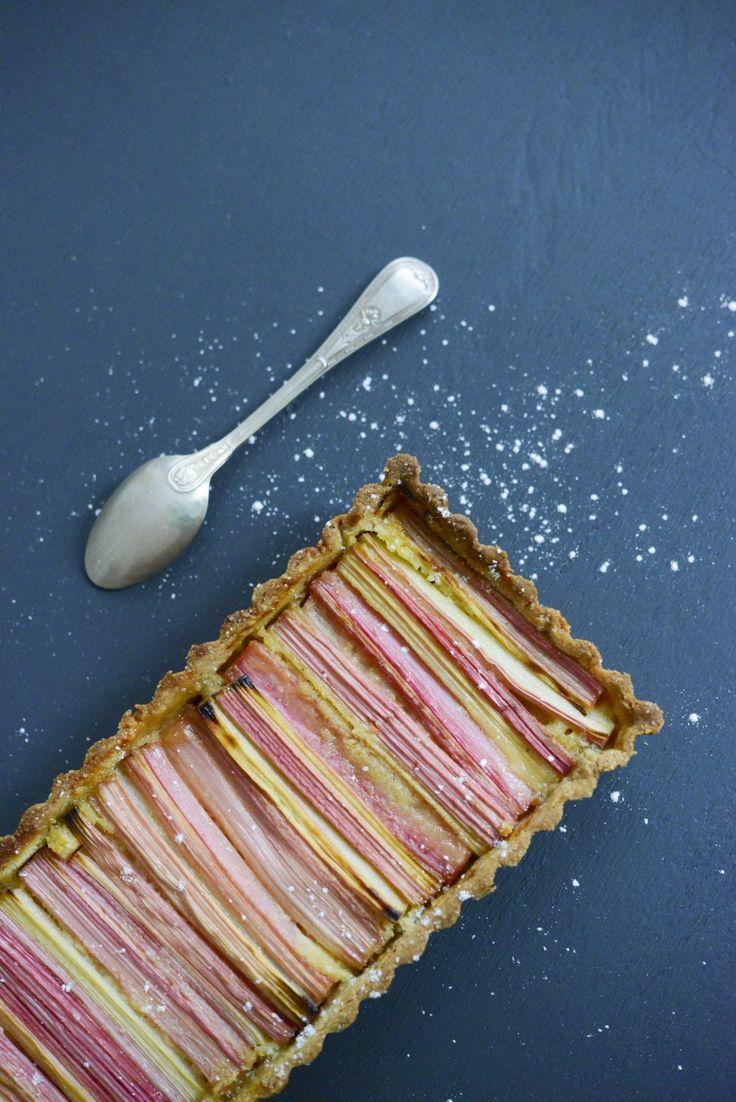 Recette Tarte à la rhubarbe, crème d'amandes. Une version sans gluten à la farine de riz complet et sans lactose. Vanessa Pouzet le blog