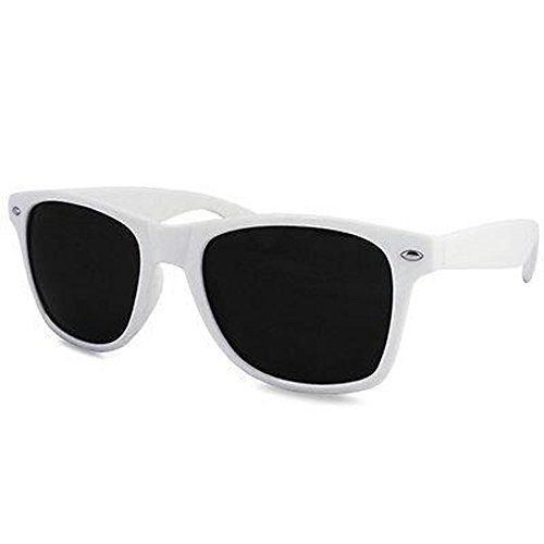(Findes i 6 forskellige farver) Ultra ® White Adults Wayfarer UV400 Top quality Glasses available in Blue, Red, Black, Pink, Green and White Frames with Dark Lens Wayfarer Style Sunglasses UV400 Classic Stylish Shades with Carry pouch (White) Ultra http://www.amazon.co.uk/dp/B00VD7TPPK/ref=cm_sw_r_pi_dp_7F10wb1B73YB5