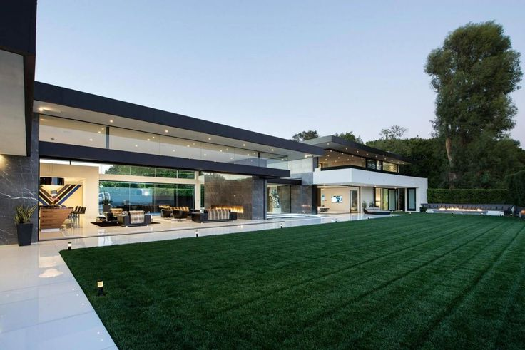 Contemporary Home in Bel Air by McClean Design