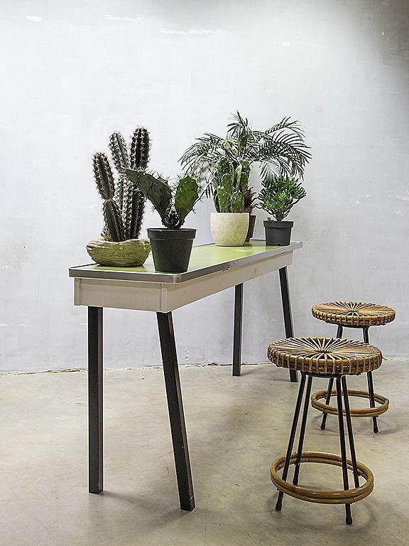 Vintage side table sixties, vintage bijzettafel presentatietafel XL  