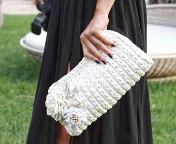 The perfect Wedding Gift right here! Brides do need a bag for their wedding day! Step by step crochet pattern