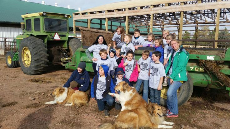 Students tour large dairy operation