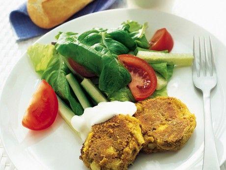 Falafel with artichoke // Falafel med Kronärtskocka. //Translate from Swedish. Falafeln går utmärkt att värma i mikron, så passa på att göra en större sats och lägg några i frysen. Salladen går bra att byta mot eller komplettera med ris.