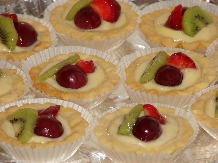 Minitarte cu crema de vanilie si fructe
