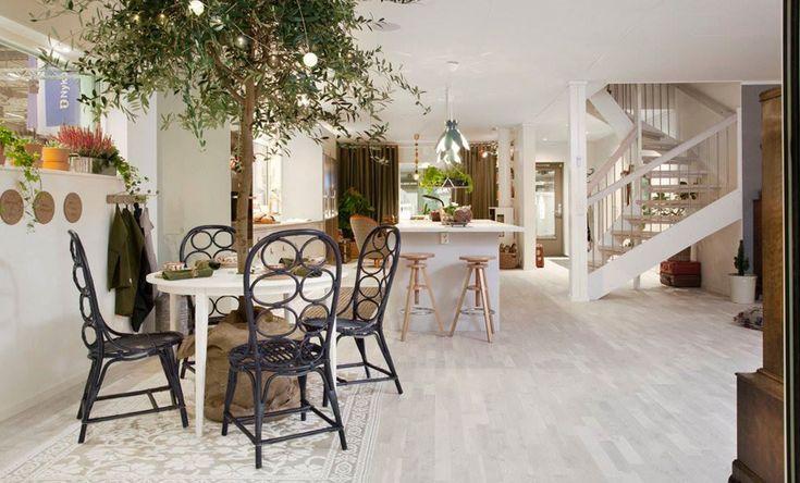 Veckans hem: Luftigt hus med öppen planlösning och kreativ inredning