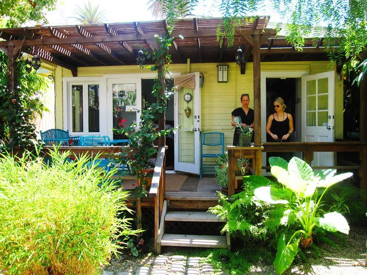 Beach Cottage Exterior Color Palette | ... with bright blue outdoor furniture at a cottage in Venice Beach, CA
