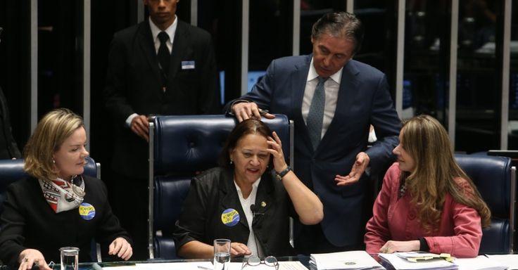 O presidente do Senado, Eunício Oliveira (PMDB-CE), suspendeu a sessão de votação da reforma trabalhista depois de as senadoras Gleisi Hoffmann (PT-PR), Fátima Bezerra (PT-RN) e Vanessa Grazziotin (PCdoB-AM) terem ocupado a mesa do plenário