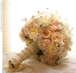 i love the muted colours and pearls in this wedding boquet