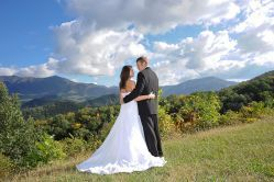 How to Plan a Stress-Free Gatlinburg Wedding - For brides who want a Gatlinburg wedding, Stony Brook Cabins offers wedding packages to make any bride feel like a princess.