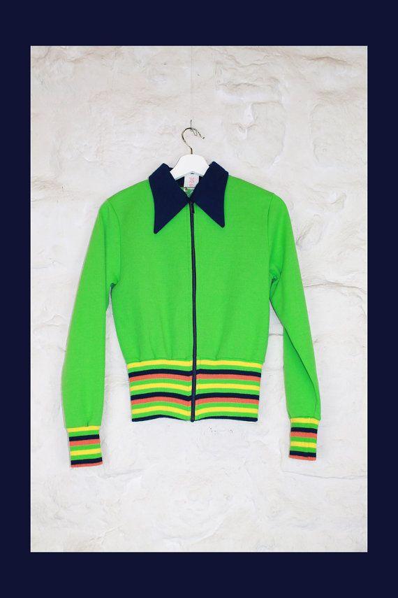 Chaqueta sudadera verde y varios colores. 70's. Talla S-M. Hecha en Alemania. Cremallera delantera.