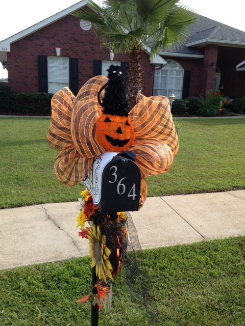 17 Best images about Mailbox swags on Pinterest  Dress up  ~ 222911_Halloween Decorating Ideas For Mailboxes