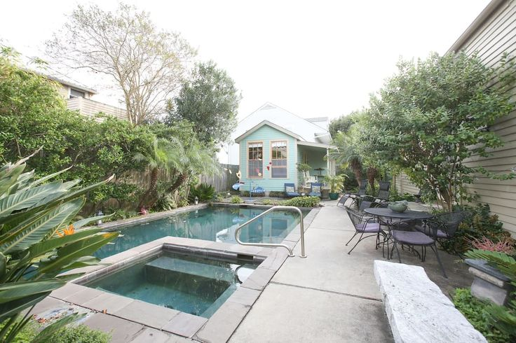 in New Orleans, United States. Our studio is situated poolside amidst beautiful, peaceful gardens in uptown New Orleans. It is 5 blocks to the St Charles streetcar and walking distance to restaurants, music clubs and streetcars. It has a luxuriously comfortable bed, loft ceilin...