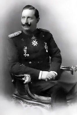 Wilhelm II Hij was het staatshoofd van Duitsland tijdens de WO1. alles ging goed tot het einde van de oorlog, De oorlog duurde nu al 4 jaar en iedereen was er klaar mee, dus de generalen vertelde tegen Wilhelm II dat hij de wapenstilstand moest tekenen en moest vluchten, dit deed hij. Maar de generalen speelde dubbelspel, want tegen het volk zeiden ze dat ze moesten stoppen en hierdoor vertrouwde niemand Wilhelm II meer en bleef hij de rest van zijn leven in Nederland.