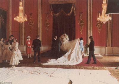 Sosem látott képeket árulnak milliókért Diana hercegnő esküvőjéről - NLCafé