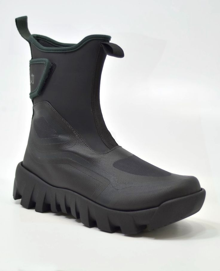 Laceless trail bootfor thosewho arenot afraid to wander off the trail.  The boot moves away from your typical lace-up hiker and explores  alternative materials that are both rugged and easy to clean.    4th year Major Studio Project