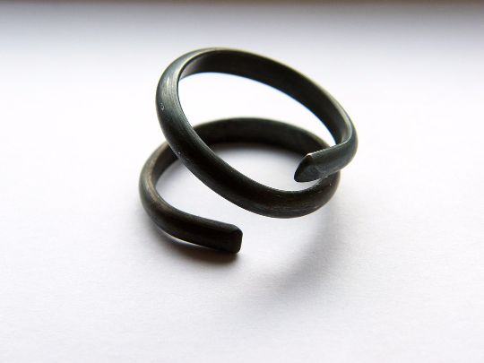 Spiral Rings – Black Spiral. sterling silver spin ring – a unique product by LydiaRED on DaWanda