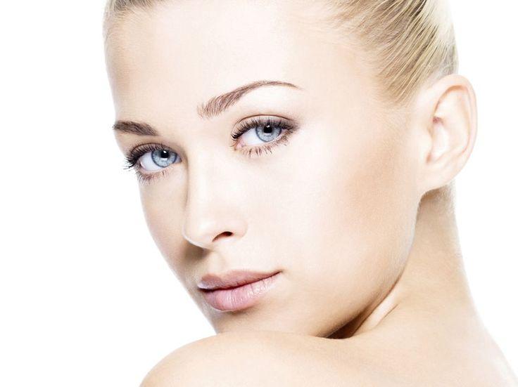 Ein dezentes Make-up im Nude Look steht allen Frauen gut. Wir geben Ihnen Tipps, worauf es bei dem perfekten Nude-Look ankommt.