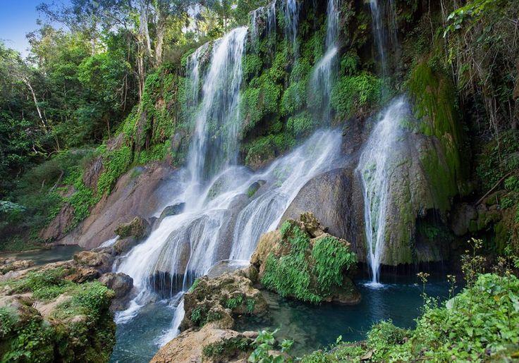 Soroa er et smukt område i Sierra del Rosaria-bjergene i Cuba. Her finder du grønne skove, bakker, krystalklare floder og smukke vandfald.