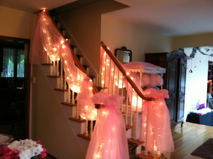 Staircase draped in tulle and lights decoration ideas for Stair railing decorated for christmas