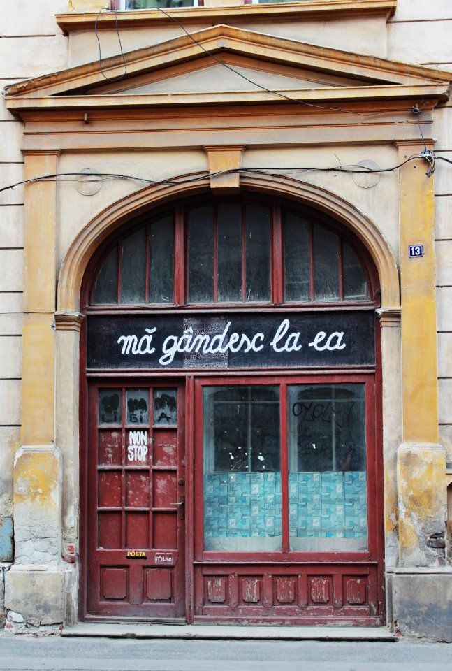 """I'm thinking about her."" in Romanian. romantic door window shop translate nonstop. Sibiu, Romania."