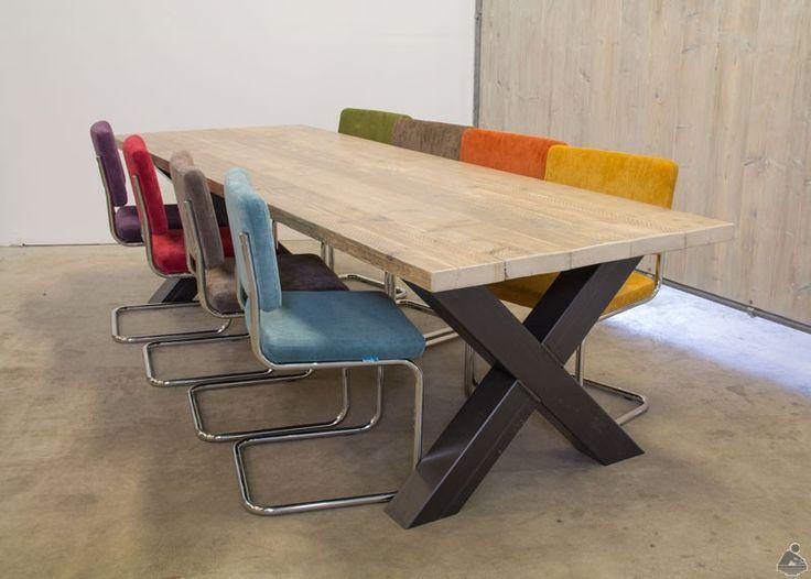 Industriële Eettafel Met Kruispoot + Retro Rib Stoelen 8 Set