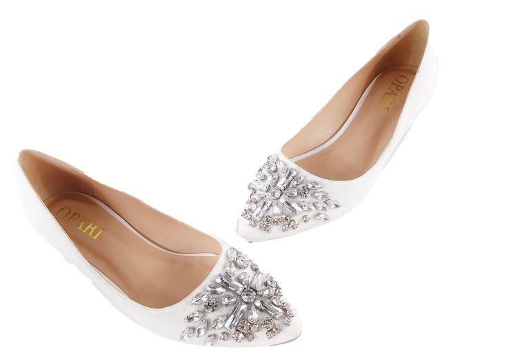 Flat Wedding shoes with toe embellishment #oparishoes #flatweddingshoes #whiteweddingshoes #weddingpumps