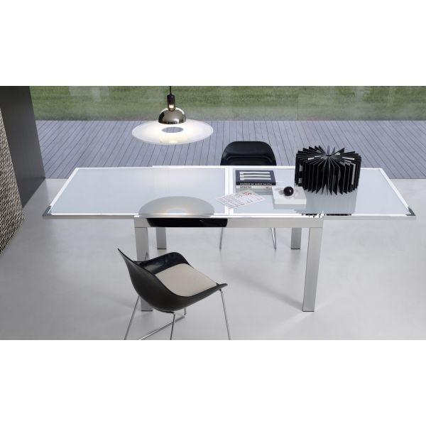 Tavoli allungabili modello Clio in metallo verniciato satinato e piano in vetro temperato di colore bianco, moderni e contemporanei per casa al miglior rapporto prezzo – qualità.
