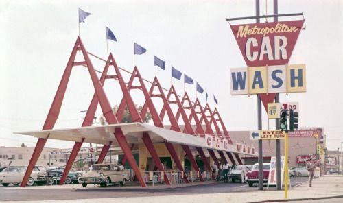 Amerikaanse Googie tankstation architectuur.