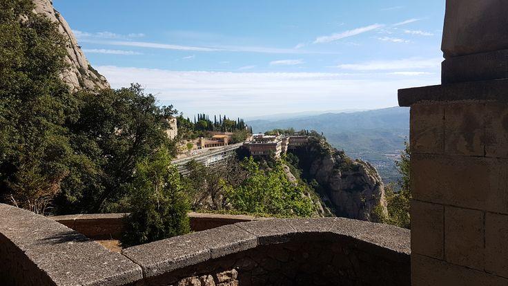 vistas desde un mirador de la montaña de Montserrat