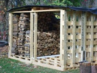Nice woodshed made from pallets